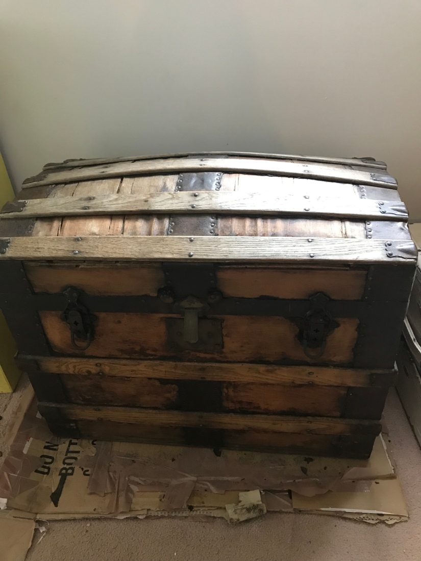 Part 1 of up cycling month : How to upcycle a treasure chest