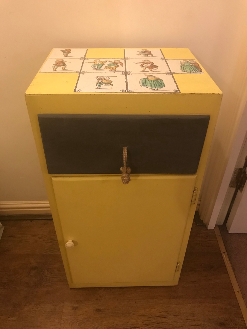 Sleepy Sunday – Upcycling part 2- yellow cabinet