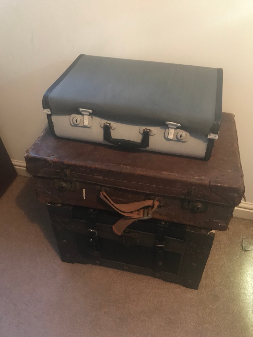 Sleepy Sundays -Upcycling part 3- suitcase